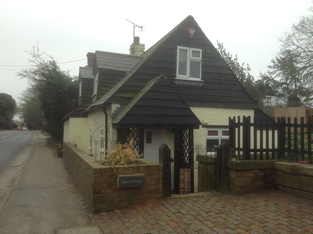 2-bed Character Cottage with Garden - Herstmonceux, Hailsham - 단독주택