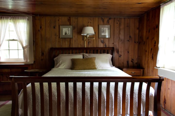 Chinquapin Inn - Queen Bed - Penland