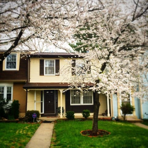 Room in Townhouse available - Derwood - House