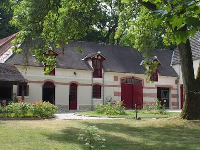 Le loft de l'écurie de la Geneste - Châteaufort - Çatı Katı