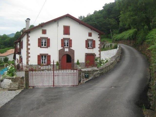 Maison Jauberria - 2nd floor - Saint-Jean-Pied-de-Port - Ev