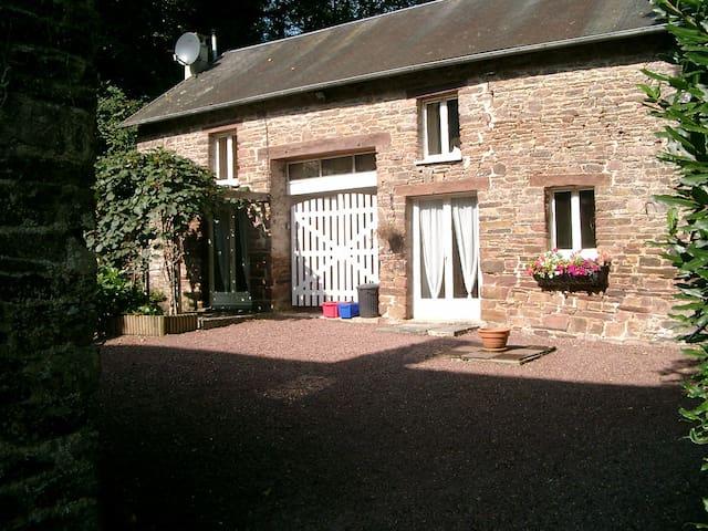 Moudre le Chaumiere Cottage at Moulin de la Roque - Montpinchon