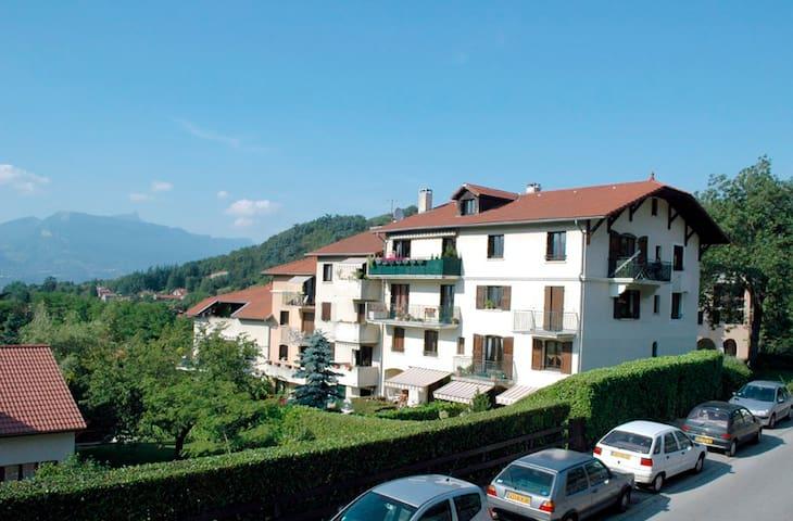 Apartment 85m2 quiet and bright at the top floor - Bresson - Apartamento