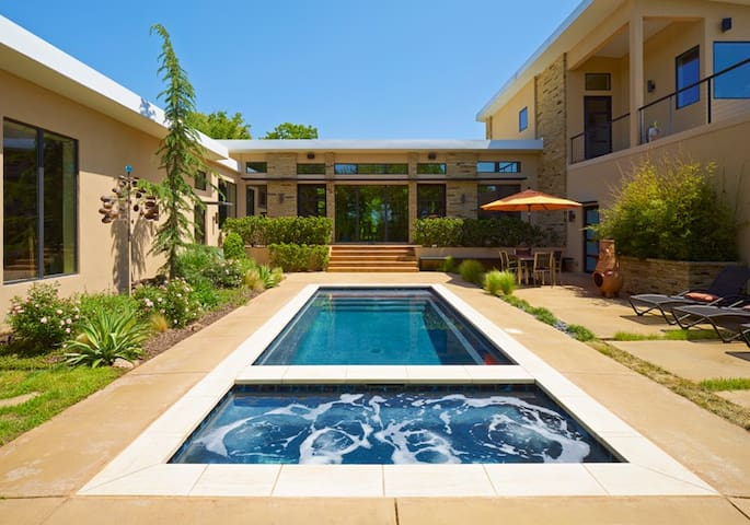 Modern Mid-Century Home on 9 acres - Oklahoma City - Rumah