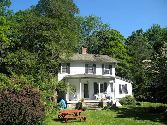 The romantic Perry House - Easton - Hus