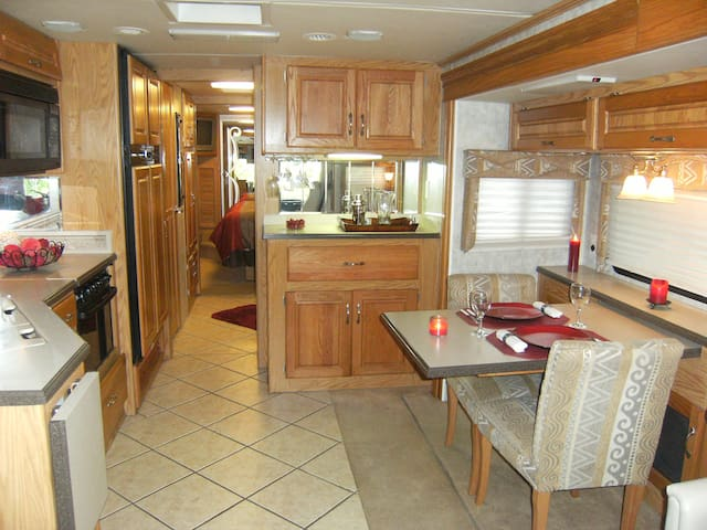 40' RV  directly on Porters Lake NS - Porters Lake - Camper