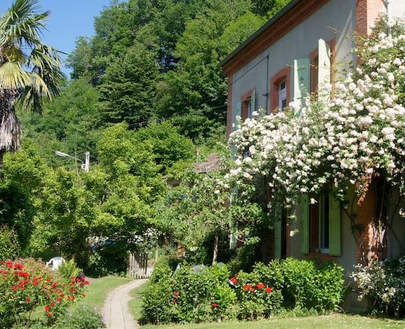 Maison spacieuse et confortable - Bonac-Irazein - Huis