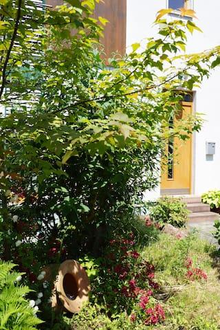 Separate Galeriewohnung im Holzhaus - Großostheim - Apartament