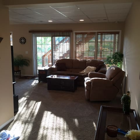 Newly Finished Basement Suite! - Cary - Hus