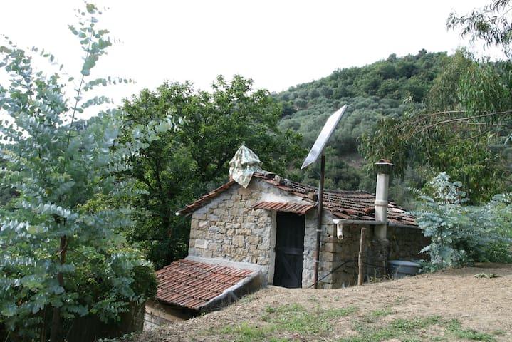 Charmante maisonnette en pierre et bois - Apricale - Huis