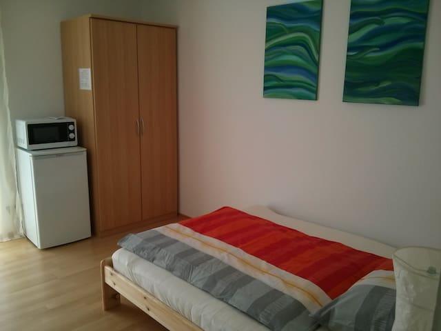 Zimmer im Grünen - zentral - Rottenburg - Hus
