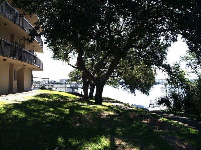 Beautiful Waterfront Studio Condo - Fort Walton Beach - Apto. en complejo residencial