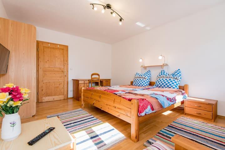 Room 3 with shared kitchen / bath - Burgkirchen an der Alz - Casa