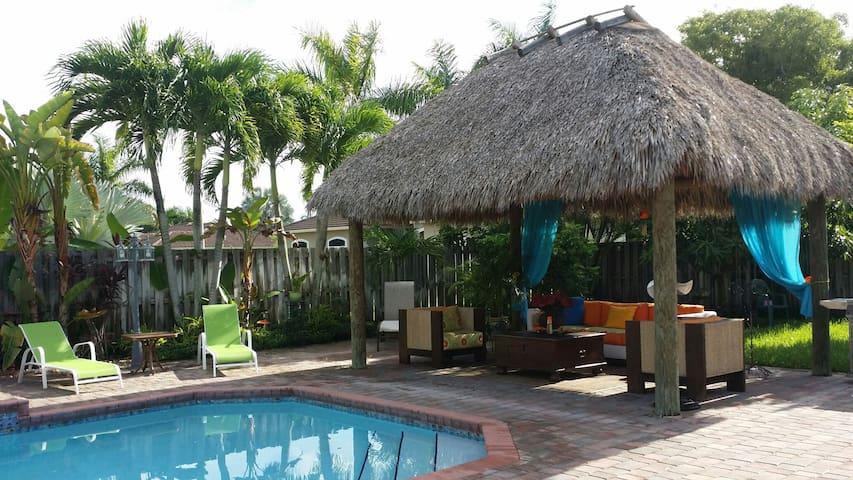 Tiki Hut Paradise BnB 2 - Miami - Bed & Breakfast