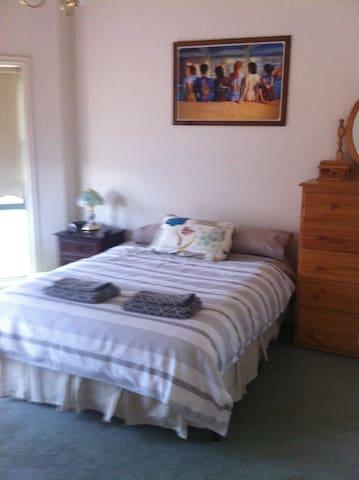 private room c/w ensuite - Williamstown