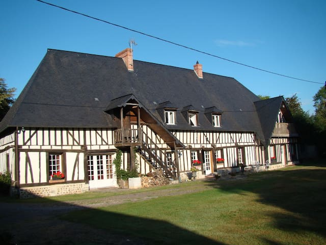 Maison normande jardin clos piscine - Beaumontel