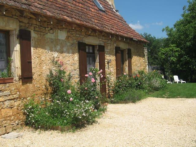 Old cottage house close to Sarlat, kid-friendly - Saint-Martial-de-Nabirat - Dom