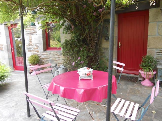 maison des roses - Plouégat-Guérand - Huis