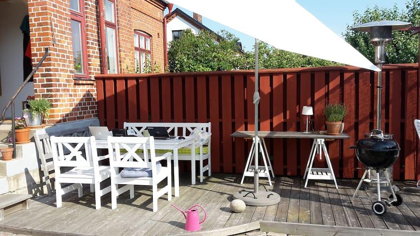 Guest room/house in my garden - Ystad - Bed & Breakfast