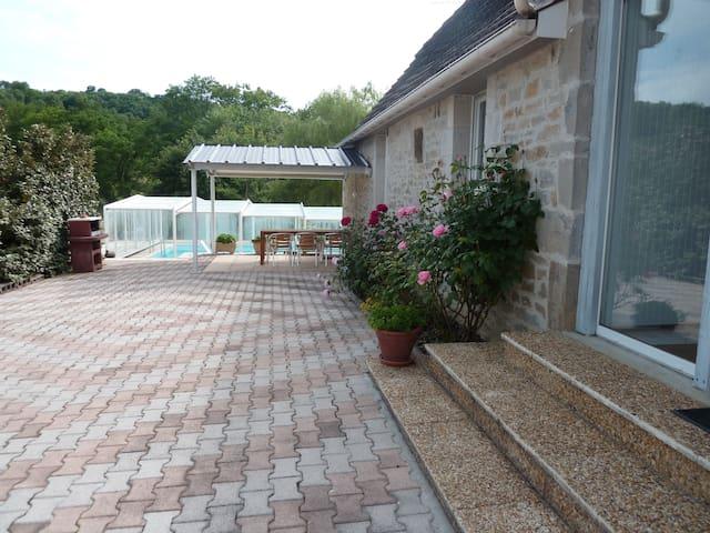 GITE proche ROCAMADOUR avec piscine - Mayrinhac-Lentour - Vakantiewoning