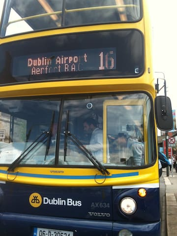 Ensuite on direct public bus from airport - Dublin - Bed & Breakfast