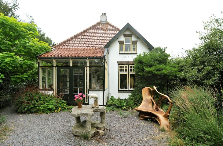 Beautiful house with character in coastal town - Schoorl - Hus