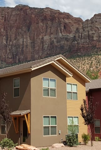 Townhome 1 in Springdale, at Zion National Park - Springdale - Rumah