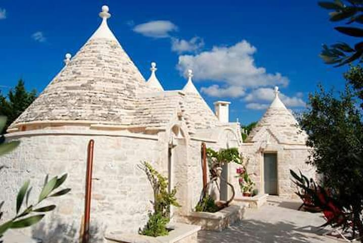 typical trulli in the quiet country - cisternino - Overig