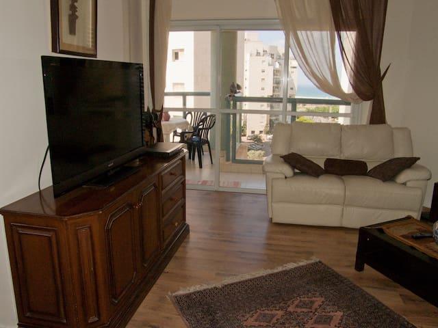 Great Big 3BD APT + Balcony - נתניה - Appartement