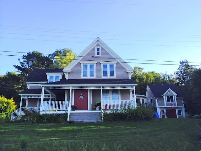 Southshore Riverfront Historic Home. - Pentz