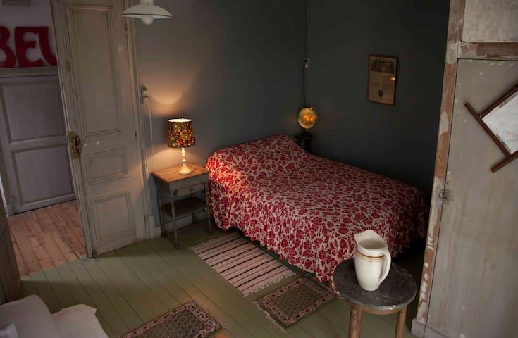 Idyllic Watermill, Chambre Santiago - Saint-Germain-des-Bois - Bed & Breakfast