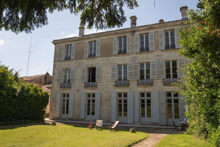 Hotel de Bobéne, suite familiale , 2 chambres, SdB - Saint-Jean-d'Angély - Appartement