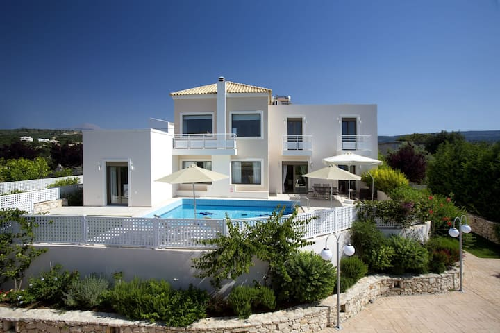 Relaxation & Views at the Village, Villa Antonios - Σκουλούφια - Vila