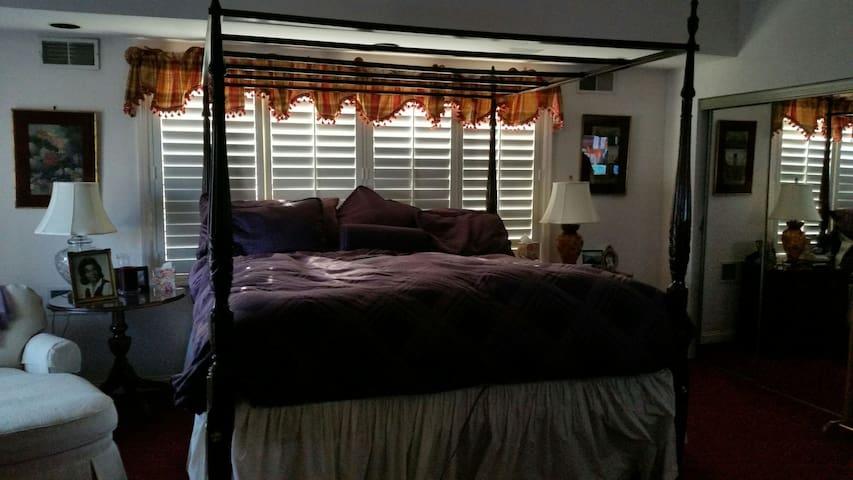 Master Bedroom Suite - Ewing Township - Ev
