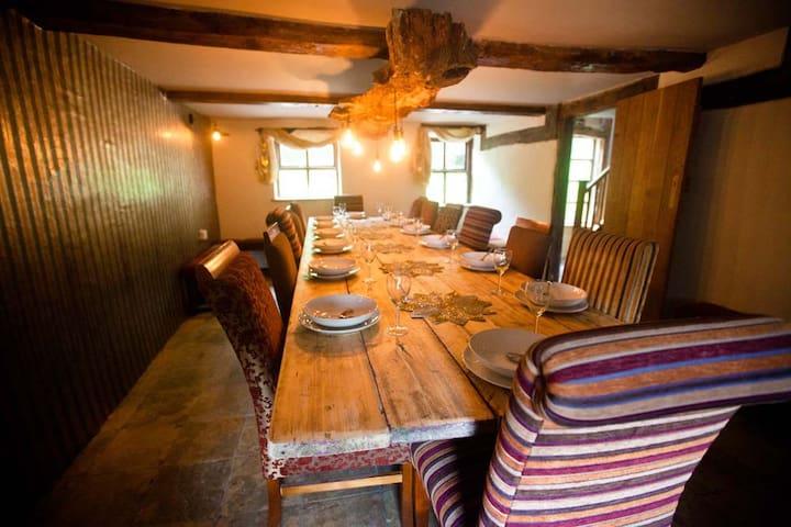 Beautiful  Welsh longhouse retreat - Llanbrynmair