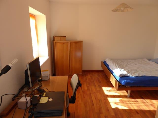 Chambre à 1 lit (1X2) ou2x1 pers+ 1 - Montfaucon - Leilighet