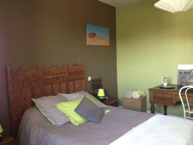 chambre dans maison avec piscine 25kms de Bordeaux - Portets
