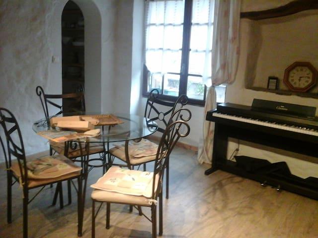 appartement dans  village médiéval - Olargues