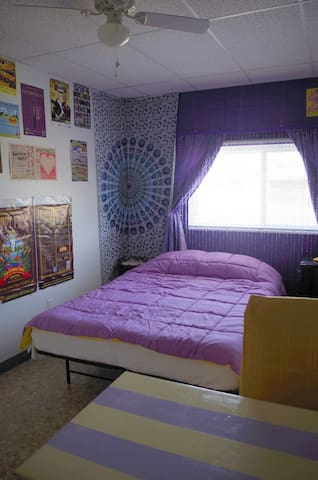 Js! 420 weed friendly purple room - Greeley - Overig