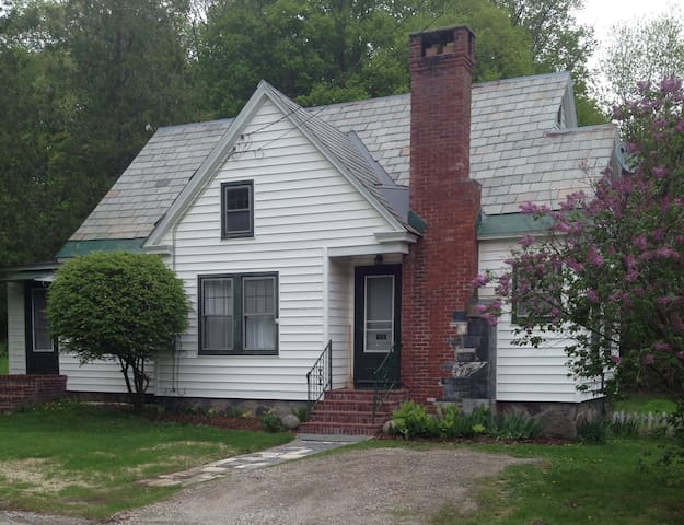Charming Vermont Getaway - Брандон - Дом