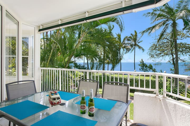 """The Beach House"" 3BR Waterfront Apartment  - WIFI - Trinity Beach - Wohnung"