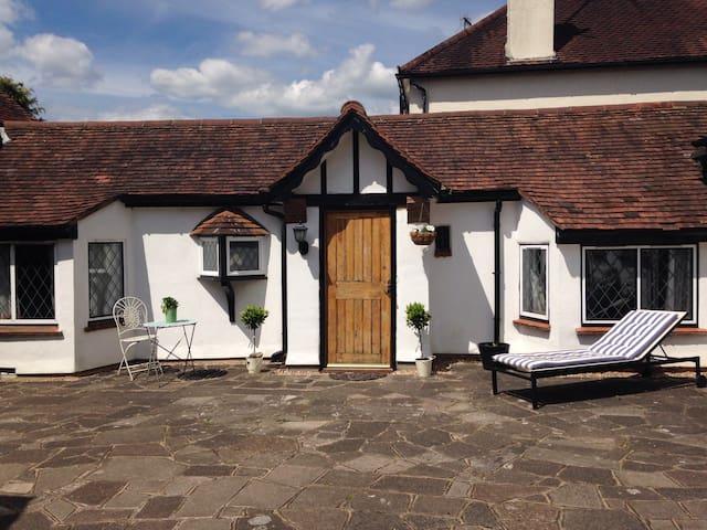 Cottage/Annex price incl. Breakfast - Rickmansworth