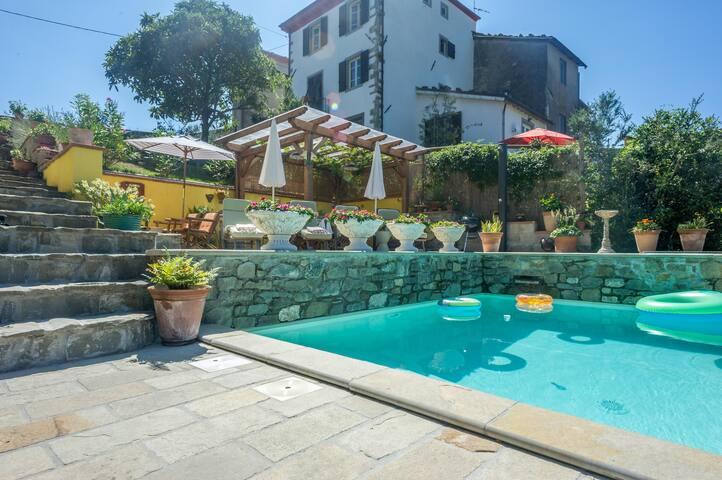 The Contented Tuscan - Guzzano-pieve di Controne - Huis