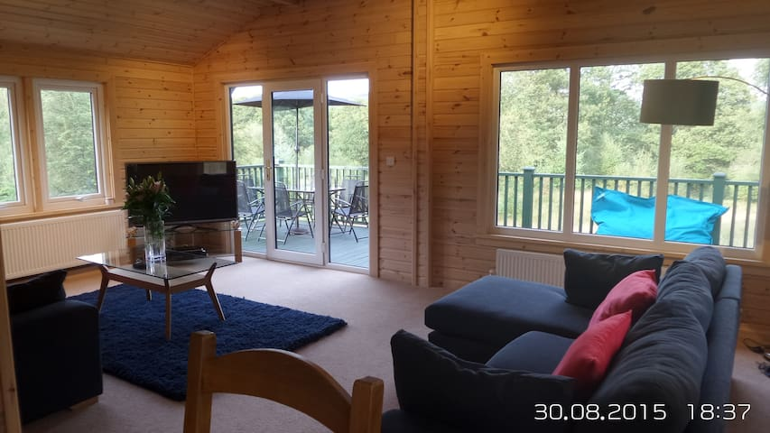 Lovely Forest Lodge with Hot Tub - Satterthwaite