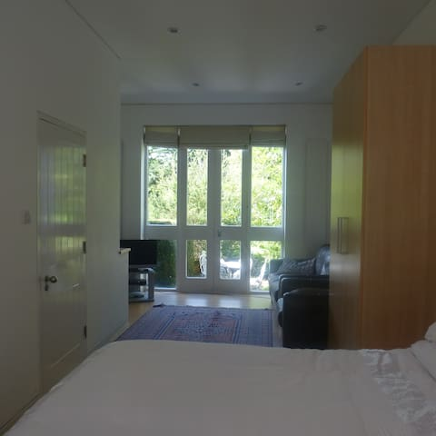 Comfortable room in country house - Leatherhead - Hus