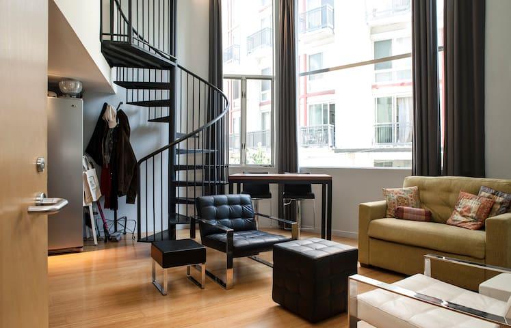 Couch in sunny Soma Loft - San Francisco - Loft