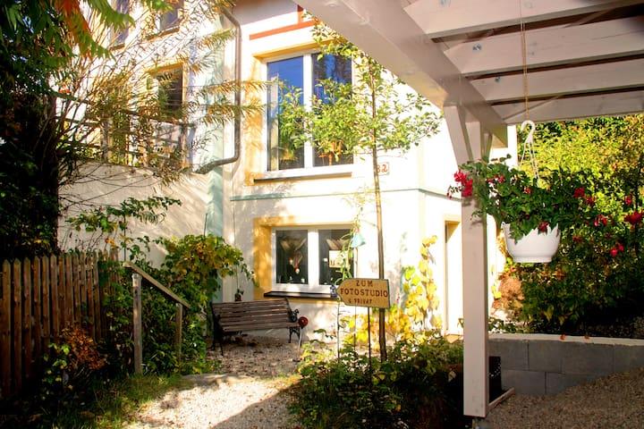 Zimmer im Grünen - Oberhöchstädt - Hus
