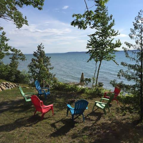 Lake Michigan Beachfront Cottage - Elk Rapids - Casa