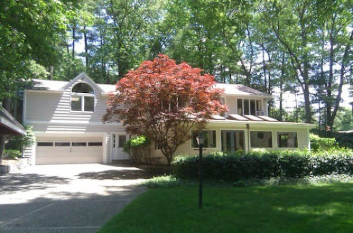 Cozy 3 BD with parking included - Dover - Hus