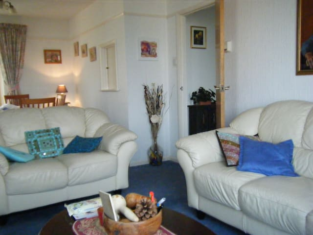 Single room in  Cornwall, with garden view. - Saltash - 家庭式旅館